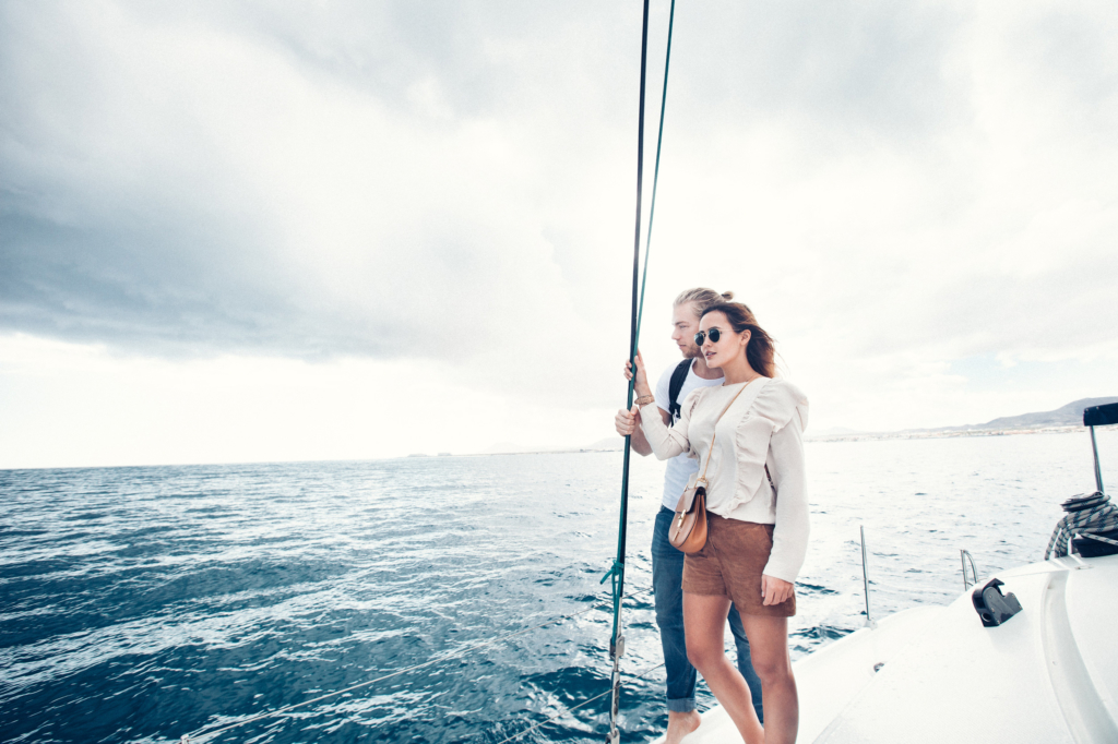 Foto auf Schiff mit Freund, Sonnenbrille