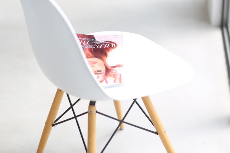 Palma de Mallorca Holidu, Holidu Buchung, Holidu Ferienwohnung, Holidu.de Palma de Mallorca, weiße Ferienwohnung in Palma, Holidu Erfahrungsbericht, Eames Chair weiß