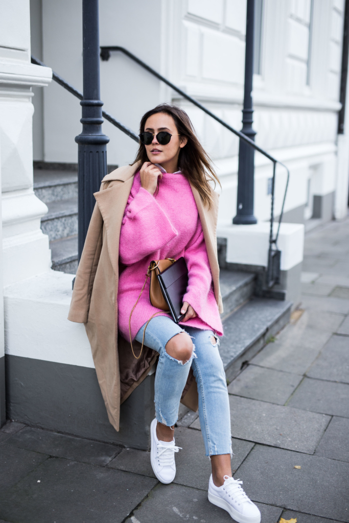 - MateBook: HUAWEI - Pink Knit: H&M Trend, Jeans: Zara, Shoes: No Name, Coat: Missguided, Bag: Chloé, Sunglasses: Kapten&Son