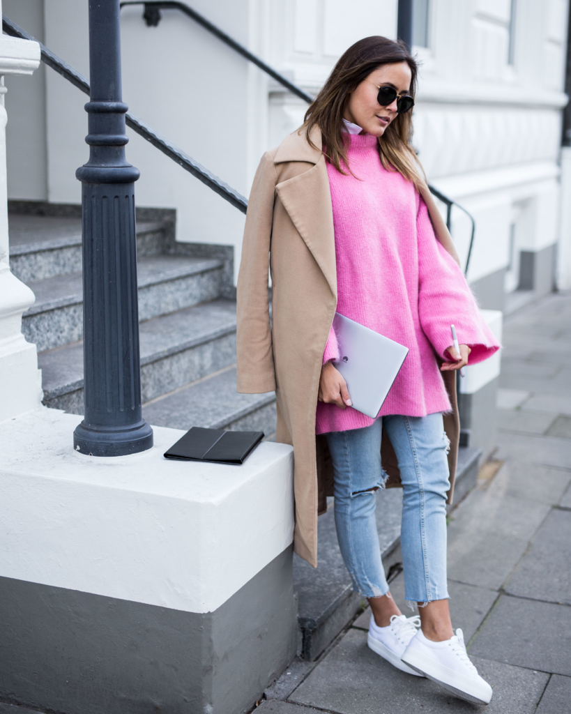 Coat: Missguided, Bag: Chloé, Sunglasses: Kapten&Son, Pink Knit: H&M Trend, Jeans: Zara, Shoes: No Name  - MateBook: HUAWEI