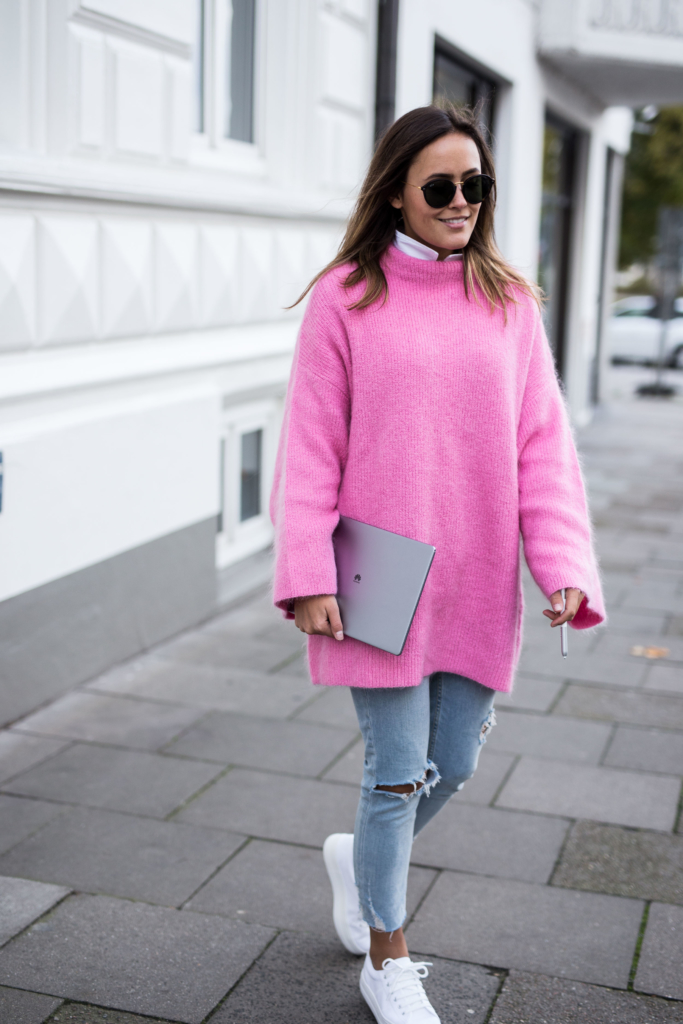 Pink Knit: H&M Trend, Jeans: Zara, Shoes: No Name, Sunglasses: Kapten&Son - MateBook: HUAWEI