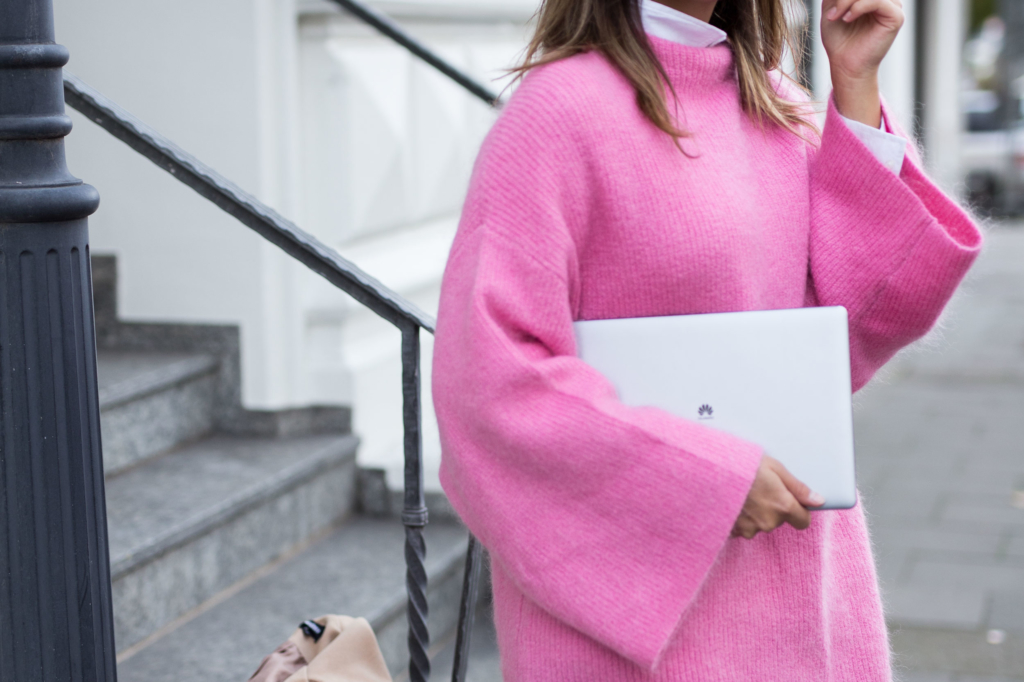 Pink Knit: H&M Trend - MateBook: HUAWEI