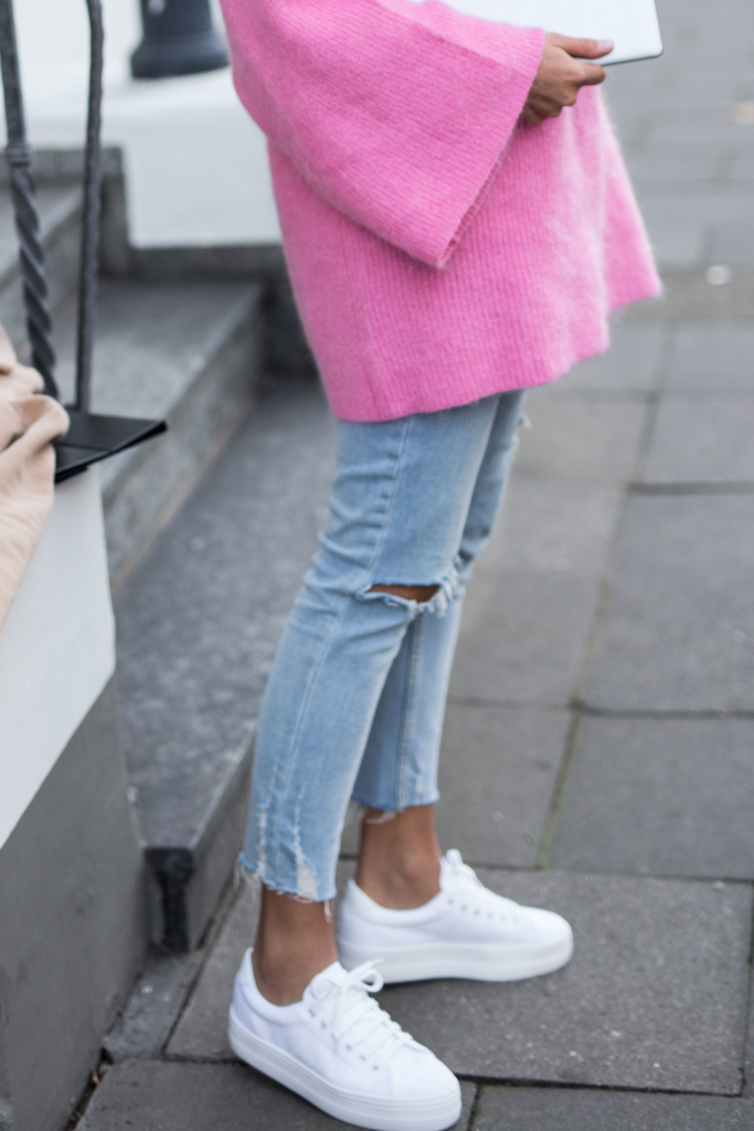 Pink Knit: H&M Trend* Jeans: Zara* Shoes: No Name Coat: Missguided* Bag: Chloé Sunglasses: Kapten&Son MateBook: HUAWEI