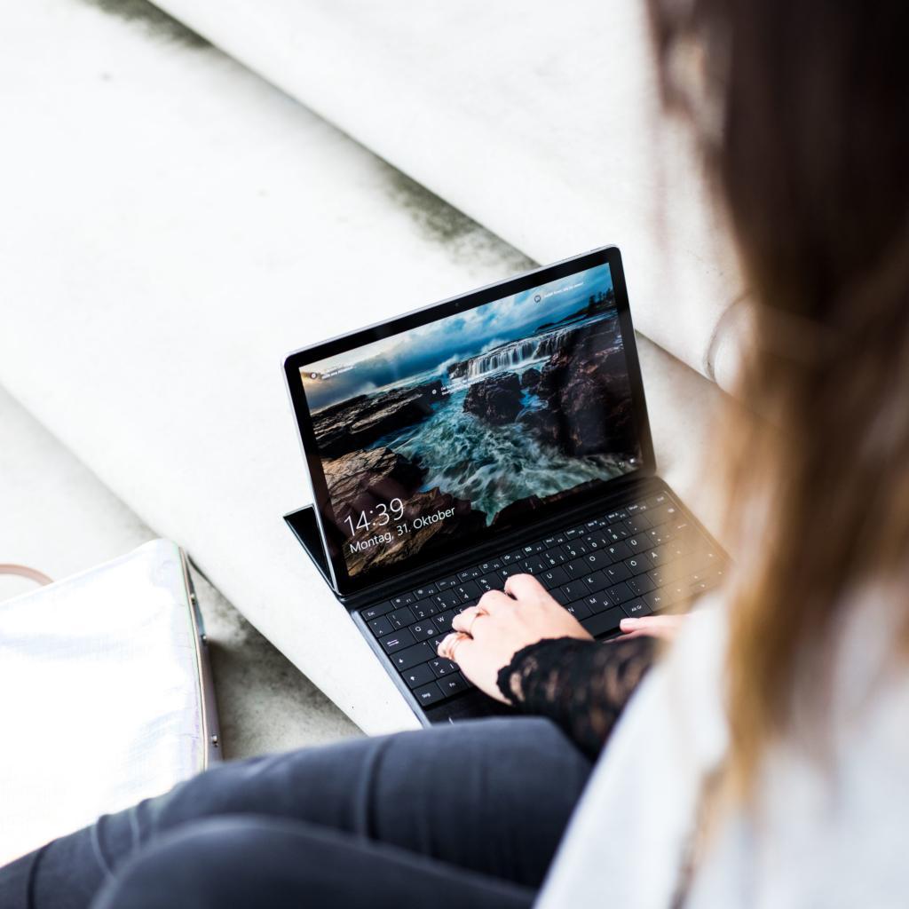 Huawei MateBook, Huawei Tablet, MateBook, Notebook von Huawei, schwarz, silber