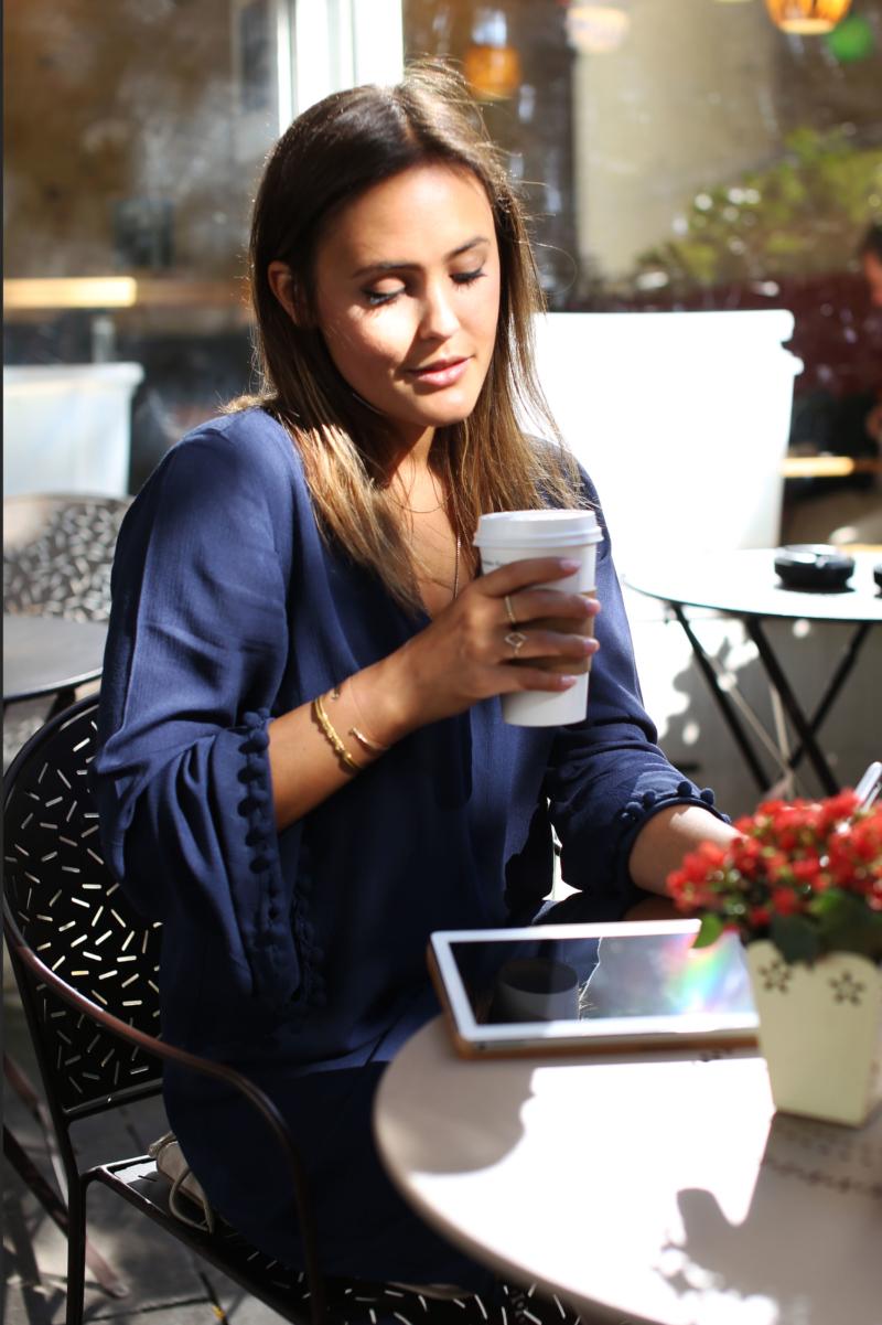 blaues Kleid mit Bommeln Langärmliges Kleid mit Bommeln Tassel Huawei Media Pad M2 Kaffee Coffee to Go