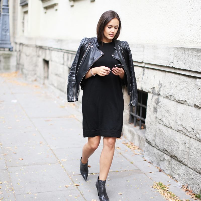 Herbstlook, All Black, Lederjacke, Ankle Boots, Python Boots, Strickkleid, Fashionblogger, Fashionblog Hamburg