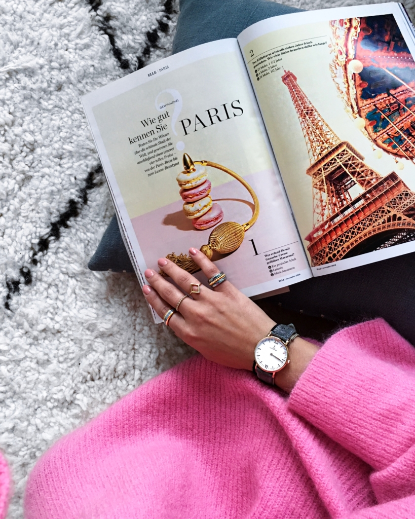 Detailaufnahme, Zeitschrift, Schmuck, Uhr, pinker Pullover