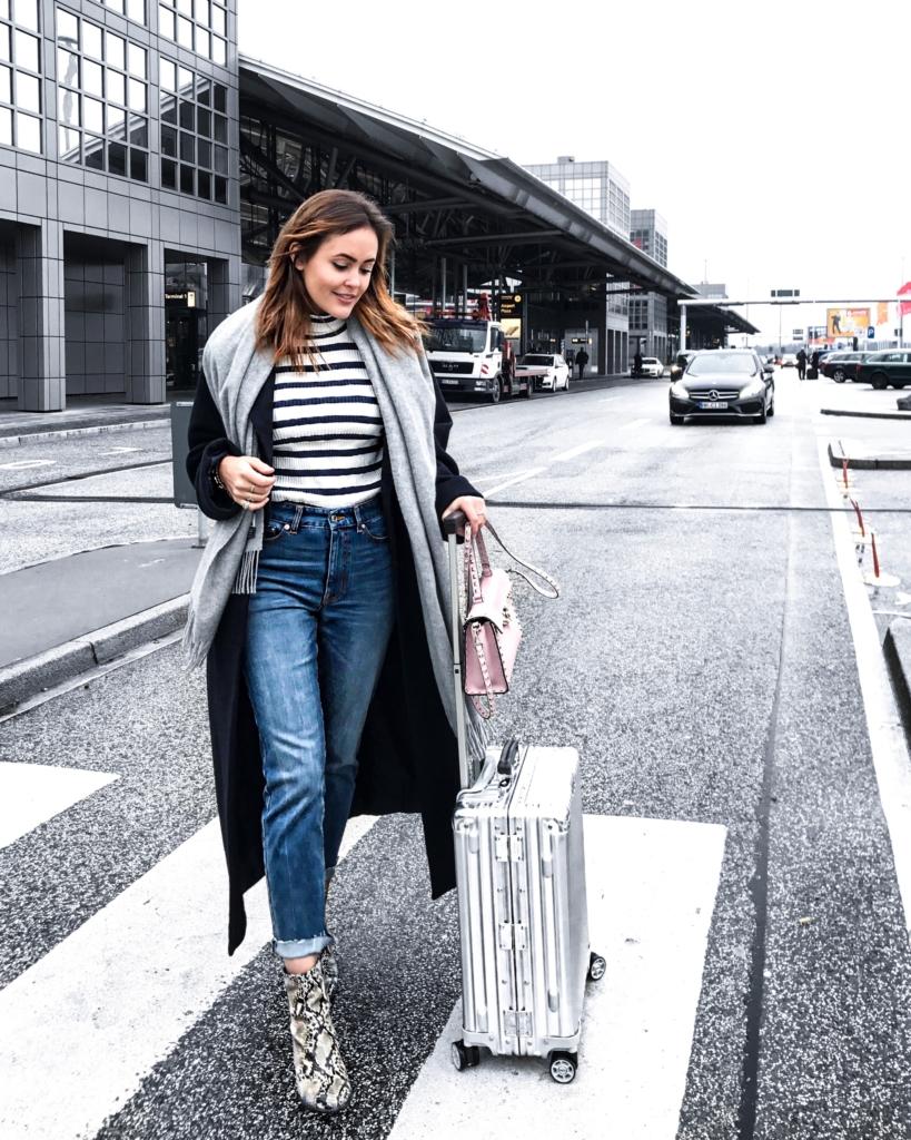 Travel - Streifen Pullover, Schal, Jeans, Stiefel, Koffer