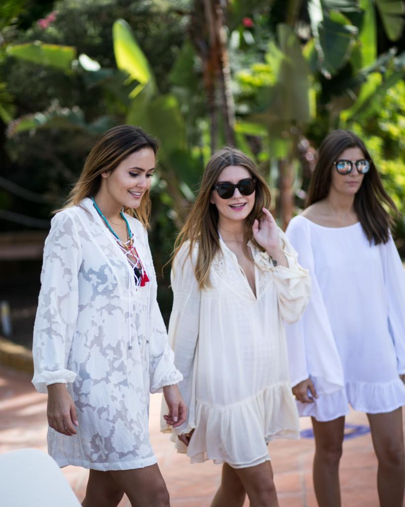 Spitzenkleider, Sonnenbrillen, Mädels