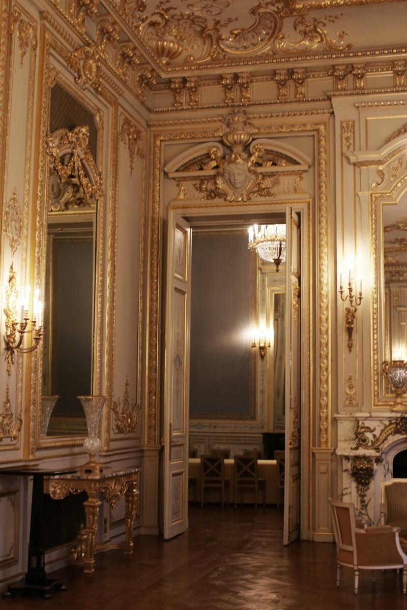 goldene verzierung SHANGRI-LA, PARIS