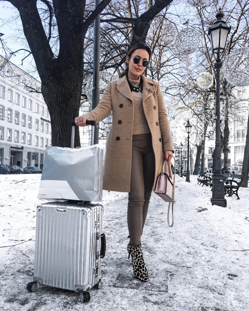 Winterlandschaft - Koffer, beige Outfit
