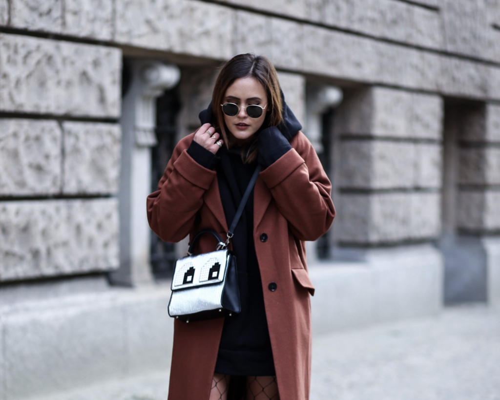 BERLIN STREET STYLE – HOW TO WEAR AN OVERSIZED HOODIE
