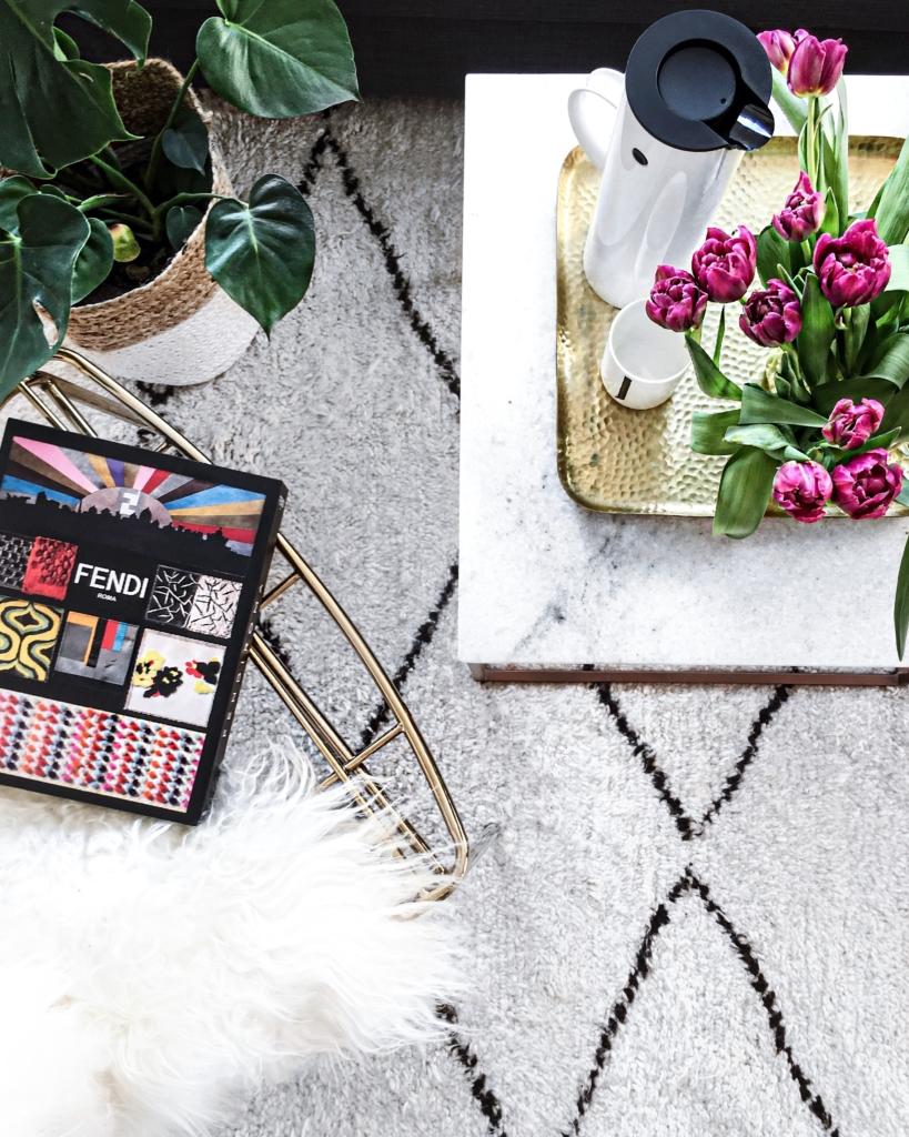 Dekoration - Pflanze, Tulpen, Kaffeekanne, Fendi Katalog, Fell, Teppich, Stuhl