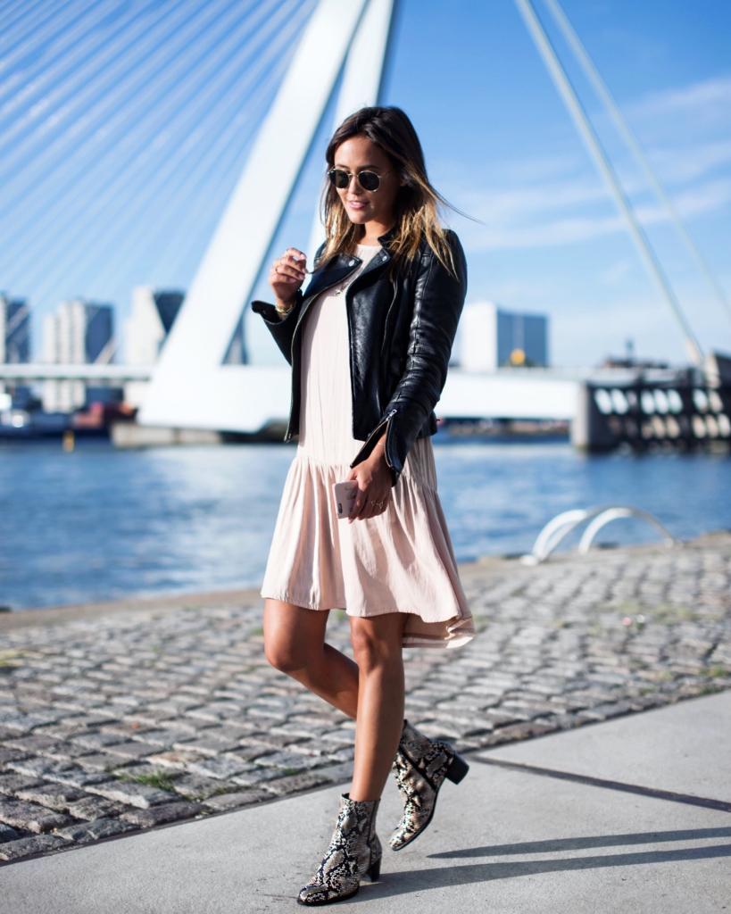 Lederjacke mit Boots, Python Boots, Lederjacke in schwarz, Kleid, Herbst Look, Herbst Must Haves