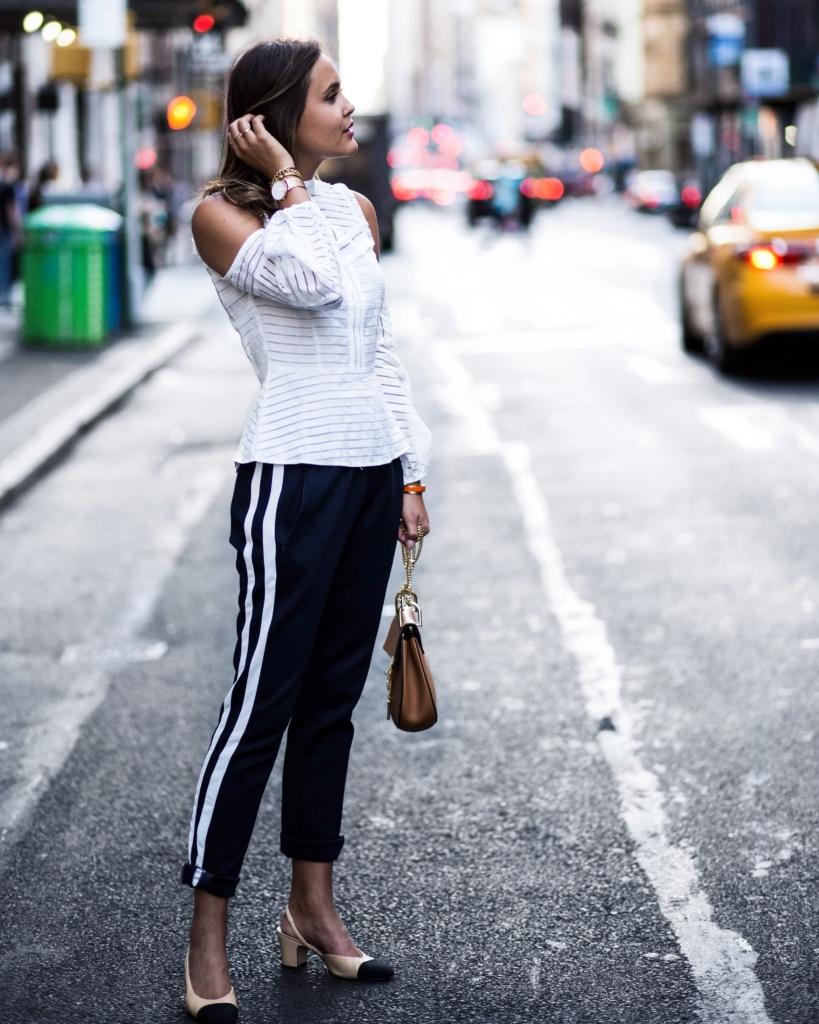 Joggingpants, Pumps, Bluse in NY