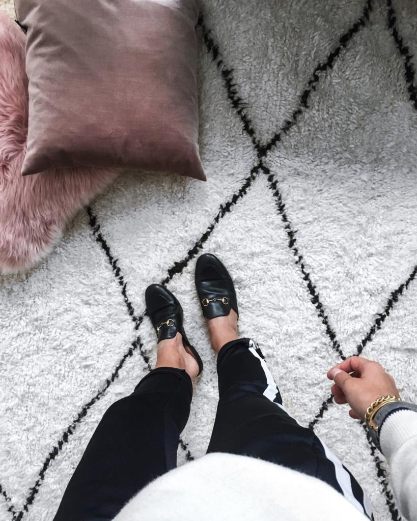 Jogginghose und Schuhe