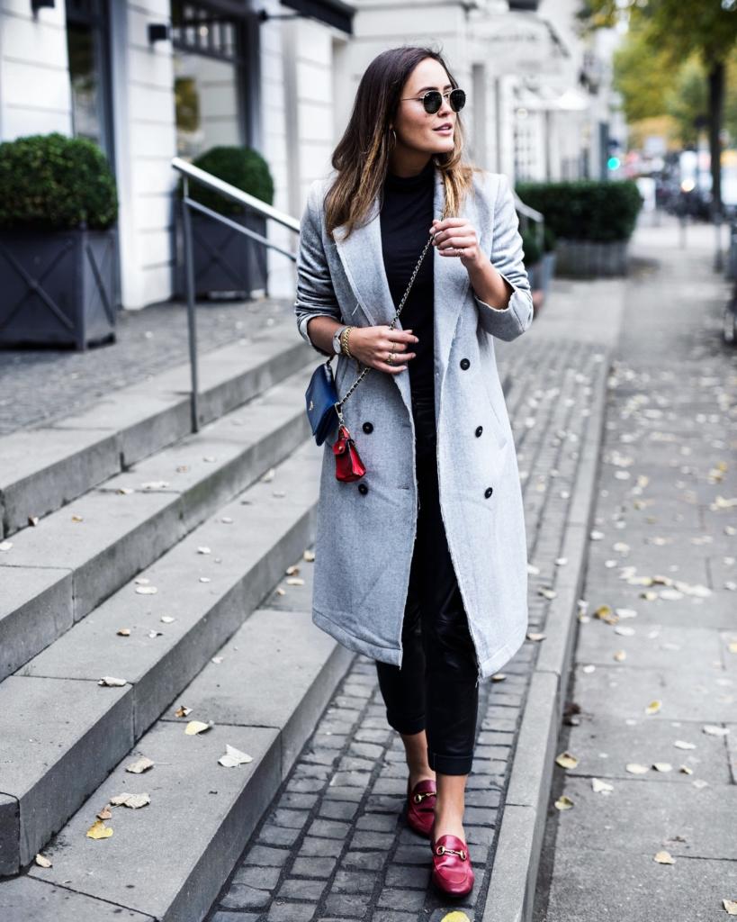 grauer Mantel, Handtasche, Sonnenbrille, Schuhe